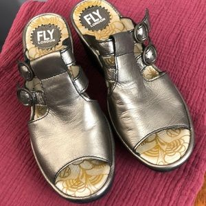 FLY LONDON Bronze Leather Sandals